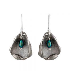 Shiny single petal drop earrings